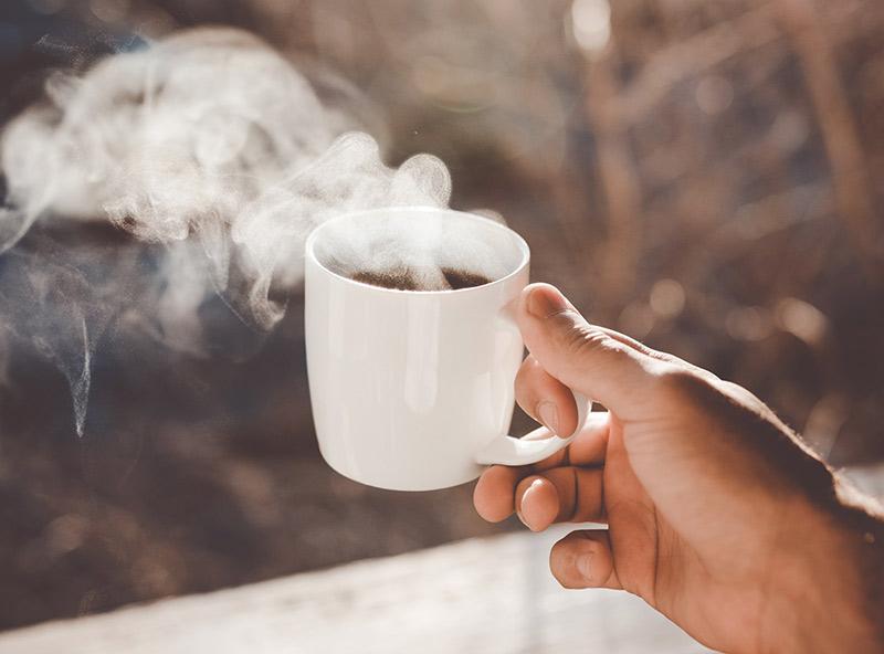 Кофе оказывает на большинство людей бодрящий эффект, но кого-то от него клонит в сон. Почему так происходит?